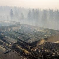 Usa: 63 morti in incendi California, 600 dispersi. Il fumo inquina l'aria, scuole chiuse