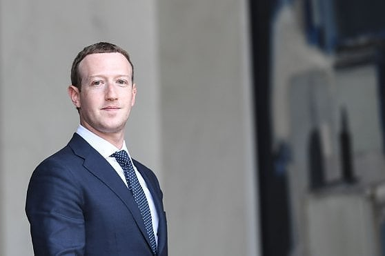 """Zuckerberg di nuovo sotto accusa. """"Non sapevo nulla della società di lobbyng che per Facebook screditava Soros"""""""