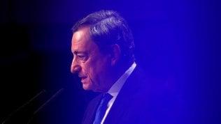 Draghi frena sul rialzo dei tassi dopo il rallentamento dei prezzi