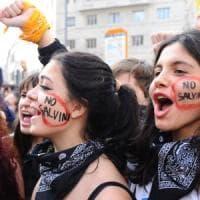Scuola, studenti in piazza contro i tagli del governo: