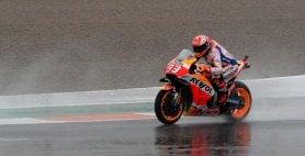 Prime libere sotto la pioggia Il più veloce è Marquez
