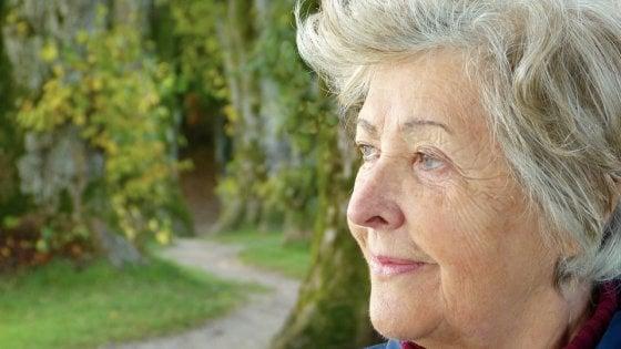 Tumori, i nostri anziani sopravvivono meno dei coetanei europei
