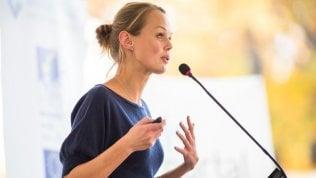 Paura di parlare in pubblico, colpisce soprattutto le donne. Ecco come superarla