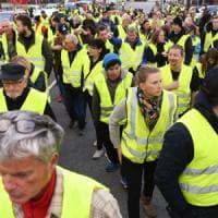 Francia, auto investe i manifestanti dei