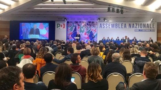 Assemblea Pd, Renzi non c'è. Martina verso candidatura di squadra. Zingaretti, appello per le primarie