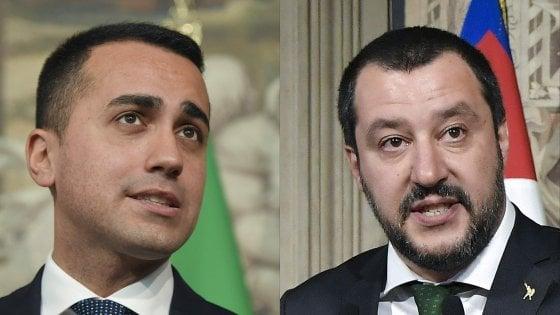 """Inceneritori, Di Maio: """"Non sono nel contratto"""". Salvini: """"La realtà cambia"""". Esercito in campo per presidiare i siti"""
