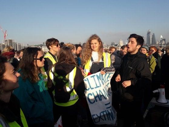"""Londra, in piazza la """"Occupy verde"""": """"Il mondo rischia l'estinzione"""""""