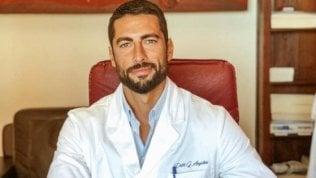 Giovanni Angiolini, sardo, ortopedico e fascinoso: è lui il medico più bello d'Italia