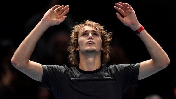 Tennis, Finals: è Zverev la nuova stella, Djokovic battuto in due set