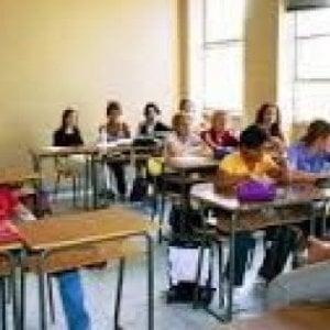 """Scuola, lo stipendio aumenta di 14 euro. I sindacati: """"Nessuna trattativa con questi numeri"""""""