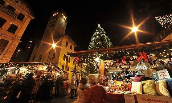 Addobbi Natalizi Zurigo.Natale Tempo Di Mercatini Dal Trentino Alla Svezia Idee Per Tutti