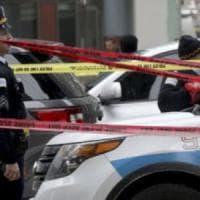 Chicago, terrore al Mercy Hospital: uccide la fidanzata, poi muore durante il conflitto a...