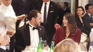 Salvini e Isoardi si ritrovano allo stesso tavolo a una cena di gala