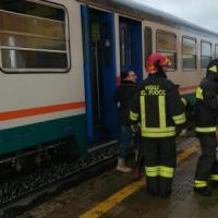 Maltempo al Centro-sud: tromba d'aria su treno in Calabria, feriti lievi
