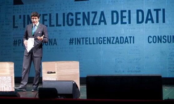 Massimiliano Dona sul palco del Teatro Argentina di Roma per l'edizione 2018 del Premio Vincenzo Dona