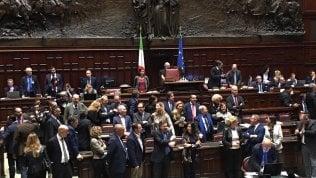 """Il centenario di Montecitorio, Fratelli d'Italia lascia l'aula sotto gli occhi di Mattarella: """"Fico troppo pacifista"""" di UMBERTO ROSSO"""
