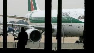 Alitalia: c'è l'ok dei commissari della compagnia all'offerta di Ferrovie