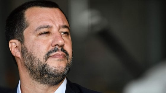 """Manovra bocciata, Salvini: """"Lettera Ue? Aspettiamo quella di Babbo Natale"""". Conte: """"Pronto a dialogo con Juncker"""""""