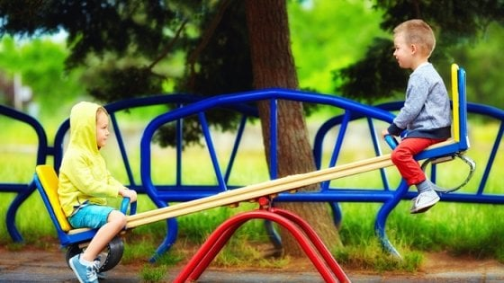 Bambini giocate all'aria aperta e salvate la vista