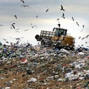 L'Unione europea fa causa all'Italia anche sui rifiuti: 41 discariche fuori norma, quasi tutte al Sud