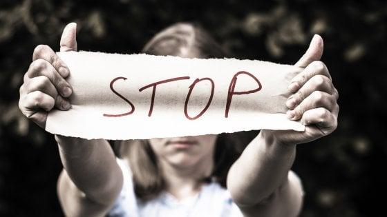 """Violenza sulle donne, Annibali e Boldrini al governo: """"Finora solo tagli, al fondo per le vittime servono soldi"""""""