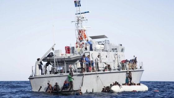 """L'allarme lanciato dalla """"Mare Ionio"""" porta al salvataggio nella notte di 120 migranti"""