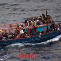Migranti, gommone con 200 migranti verso l'Italia. Salvini accusa Malta: