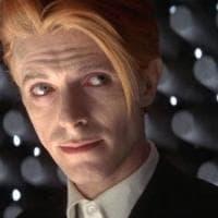 È morto Nicolas Roeg: per lui David Bowie divenne alieno in 'L'uomo che cadde sulla terra'