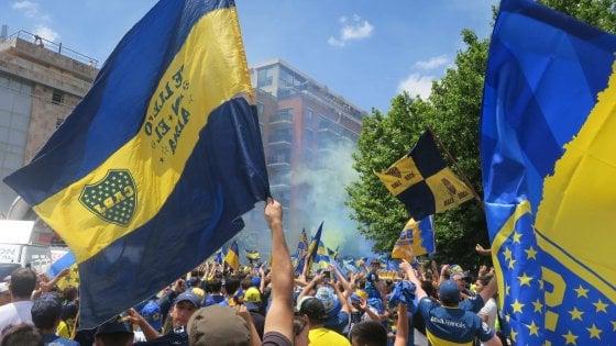 Libertadores, River-Boca: incidenti prima della gara. Ufficiale: match posticipato a oggi