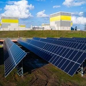 Eni e Saipem oltre il petrolio: primi impianti nel solare e nell'eolico