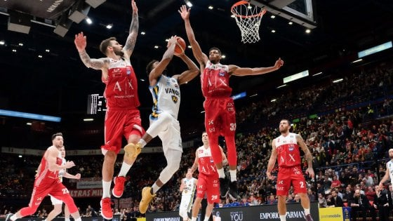Basket, serie A: Milano piega Cremona in extremis, Venezia travolge Avellino