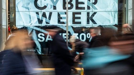 Cyber Monday: ultime ore per le super offerte online, ma attenti a truffe e virus