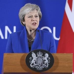 """La """"mission impossible"""" di Theresa May: convincere il Paese che l'accordo su Brexit con la Ue è buono"""