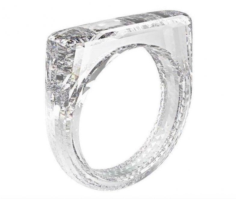 Un diamante per anello: all'asta il gioiello creato da Ive (Apple)