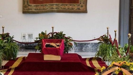 """L'ultimo saluto a Bernardo Bertolucci. Sandrelli: """"Siamo tutti più poveri"""""""