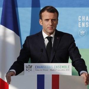"""Gilet gialli, Macron: """"Meno nucleare e concertazione sulla transizione ecologica"""""""
