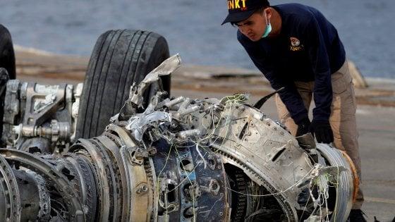 Il pilota provò a salvare l'aereo: il computer di bordo potrebbe aver causato l'incidente della Lion Air