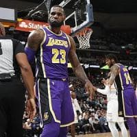 Basket, LeBron si allunga al carriera: