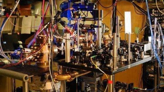 Orologi atomici più precisi di sempre: ci aiuteranno a misurare lo spazio-tempo