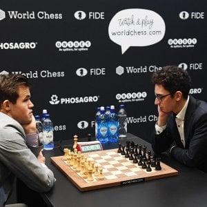 Scacchi, Caruana battuto: Carlsen conserva il titolo di campione