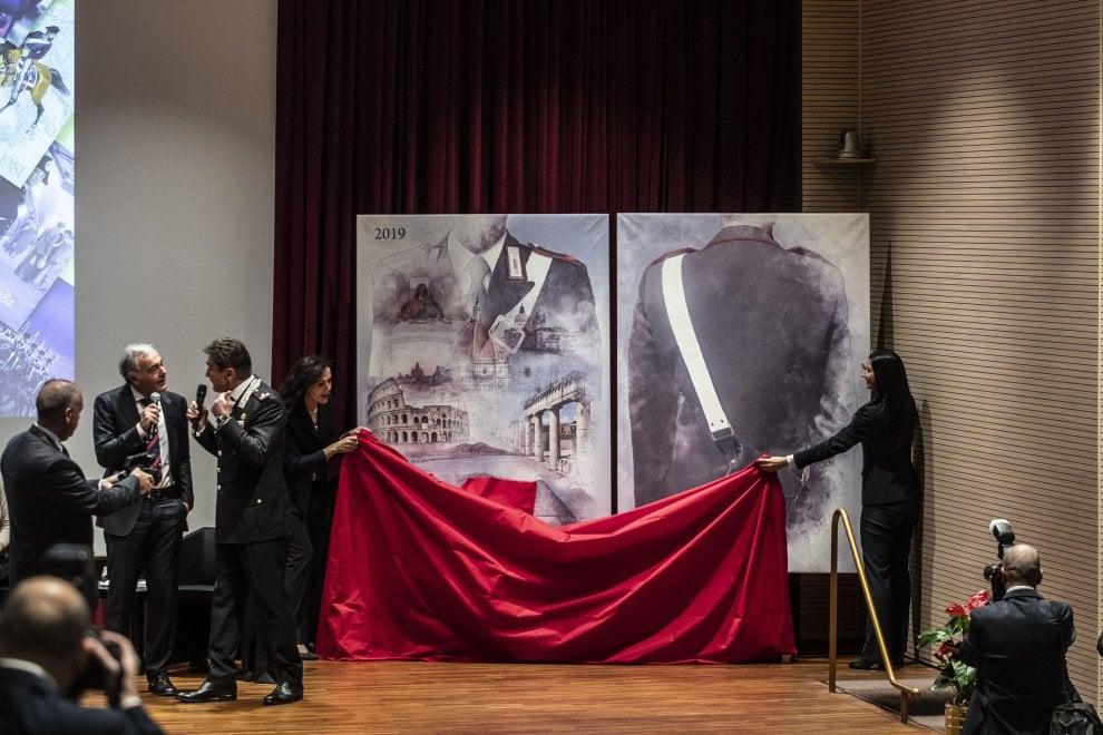 Calendario As Roma 2019.Roma Presentato Il Calendario Storico Dell Arma Dei