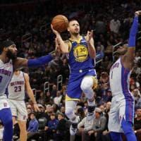 Basket, Nba: il ritorno di Curry non basta ai Warriors, Toronto vince ancora