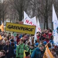 """""""Stop al carbone inquinante"""": 12 attivisti di Greenpeace per mesi in carcere prima del..."""