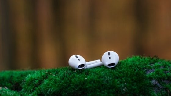 Apple, la ricarica wireless per Airpods nel 2019