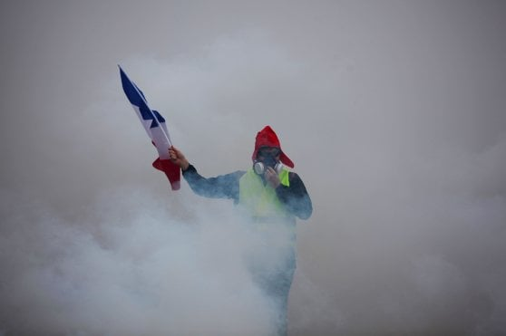"""Gilet Gialli, il premier Philippe: """"Sento la rabbia dei francesi, stop alle tasse sulla benzina"""""""