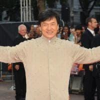 Jackie Chan, l'autobiografia svela (quasi) tutto tra droghe, tradimenti e violenze: