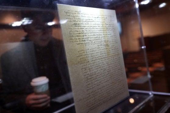 "La ""Lettera su Dio"" di Einstein sbanca a Christie's: battuta all'asta a 2 milioni e 400 dollari"