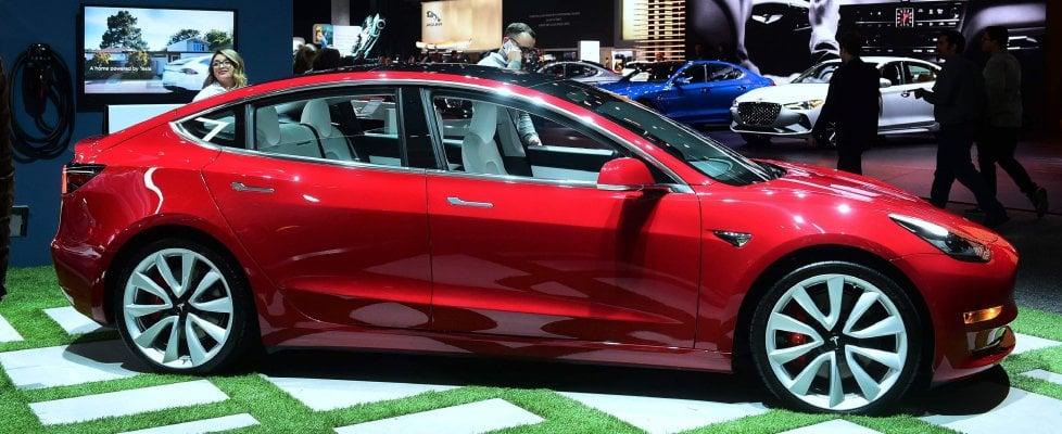 """Arriva la """"piccola"""" Tesla: a febbraio in Italia con prezzi da 59.600 euro in su"""