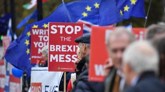 """Brexit, il parere legale imbarazza May. """"Rischio legame con la Ue a tempo indefinito"""""""
