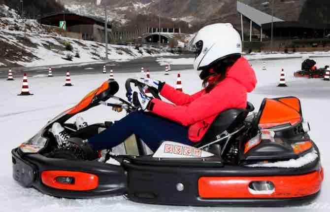Sulla neve con i kart: è il fascino della Driving School